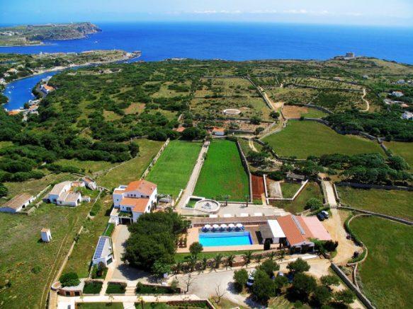 San Joan de Binissaida, mi hotel dog friendly preferido de Menorca. Su cocina es la mejor. Brinda para este fin de semana una habitación doble clásica con desayuno (cierra la temporada este domingo) y otras dos para el inicio de la temporada 2018. Comprobarás que, es un sitio idílico en el Mediterráneo. DONATIVO: 435 (145 € c/hab.).
