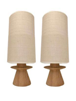 Serge Castella, uno de los interioristas más solicitados, creó esta pareja de lámparas de roble. VALOR: 1.500 €.