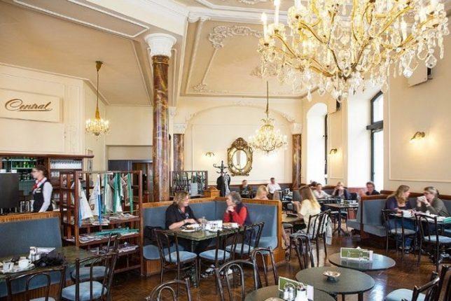 Salón de la cafetería.
