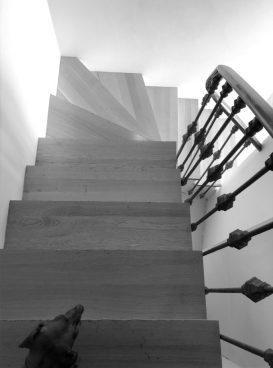 Escaleras que conducen a la habitación 605.