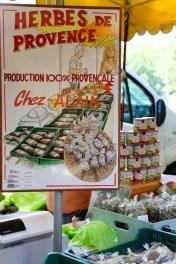 Mercado semanal en Lourmarin.