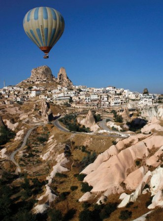 Copyright: Photo: Yoray Liberman/New York Times. TASCHEN. Cappadocia, Turkey: Ballooning over the village of Uchisar.