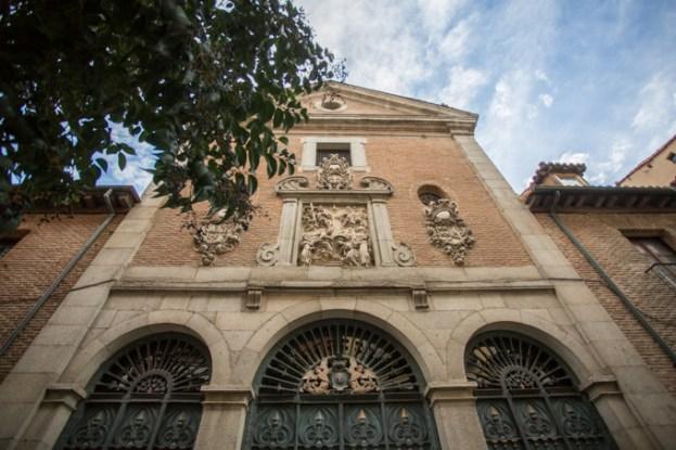 Iglesia de las Trinitarias, donde descansan los restos de Cervantes.