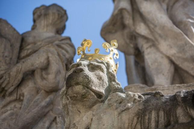 Detalle escultórico del Puente de Carlos.
