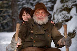 Imágenes de la película.Almöhi (Bruno Ganz) y Heidi (Anuk Steffens).