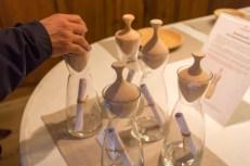 Zirbenstube, tapas de madera de pino y jarras que trasmiten el delicado aroma de la madera al agua.