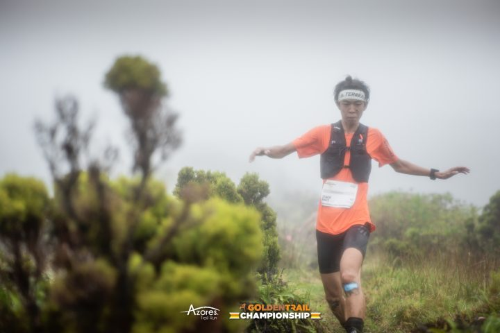 1日目の近江竜之介選手。Photo: ©︎GoldenTrailSeries ®︎Azores Trail Run ®︎PhilippReiter-GTCAzores-stage1-36