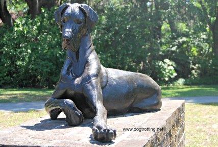 dog sculpture 5