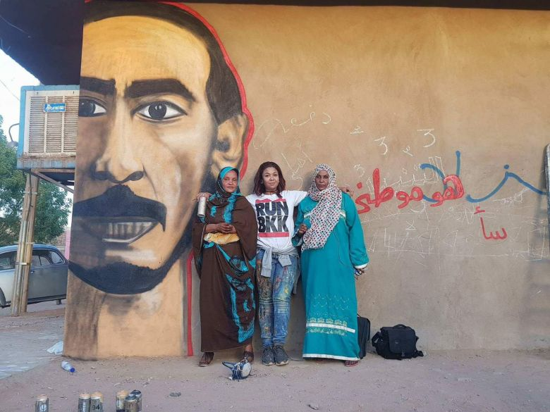 Assil Diab and the painting of the singer Mahmoud Abdelaziz