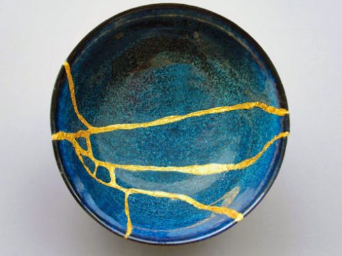 Kintsugi bowl: Blue biwly with gold fill in the cracks