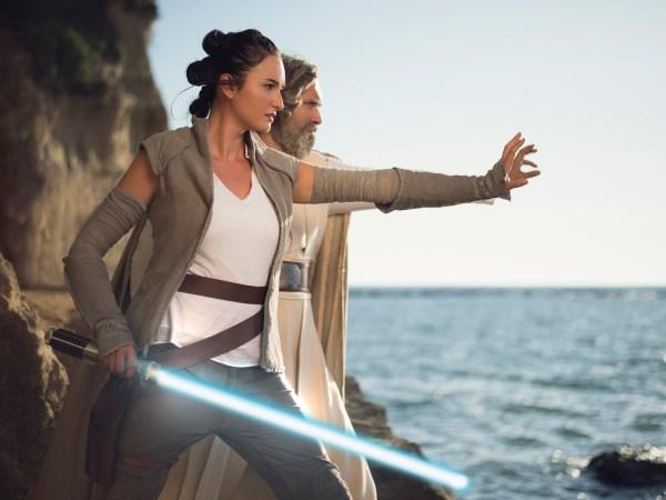 Rey e Luke Skywalker di Star Wars riprendono vita con queste eccellenti interpretazioni!