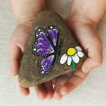 55 Cute DIY Painted Rocks Animals Butterfly Ideas (37)