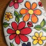 60+ Beautiful DIY Painted Rocks Flowers Ideas (55)