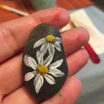 60+ Beautiful DIY Painted Rocks Flowers Ideas (57)