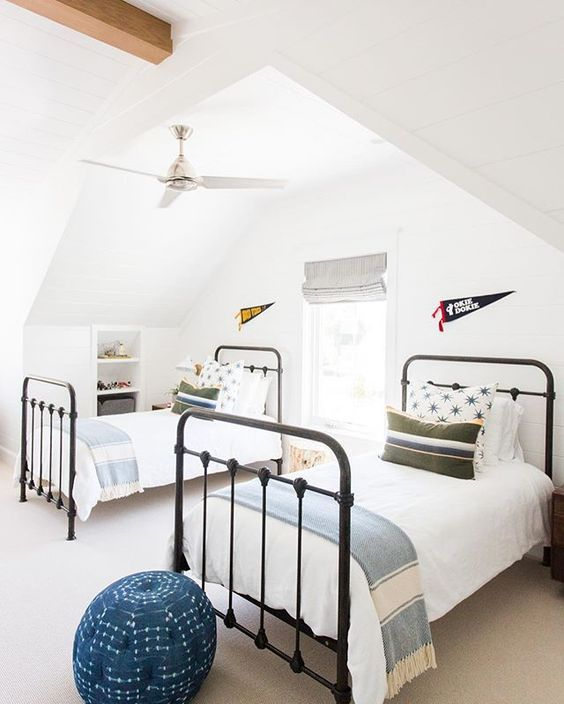 20 Best Industrial Farmhouse Bedroom Decor Ideas and Remodel (16)