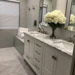 20 Stunning Farmhouse Bathroom Tile Decor Ideas And Remodel (1)
