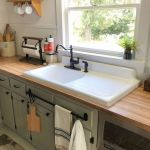 20 Stunning Farmhouse Kitchen Sink Decor Ideas and Remodel (4)