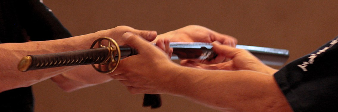 Etikette: Den Griff immer zur linken Hand reichen