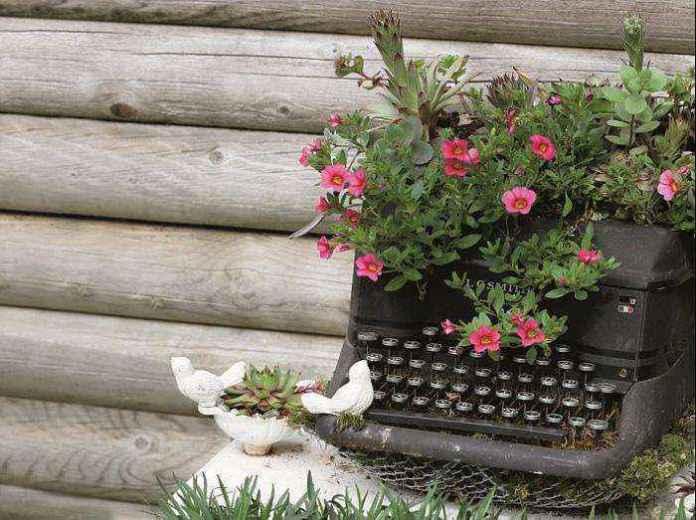 image10-21 | Как украсить сад с помощью старой мебели