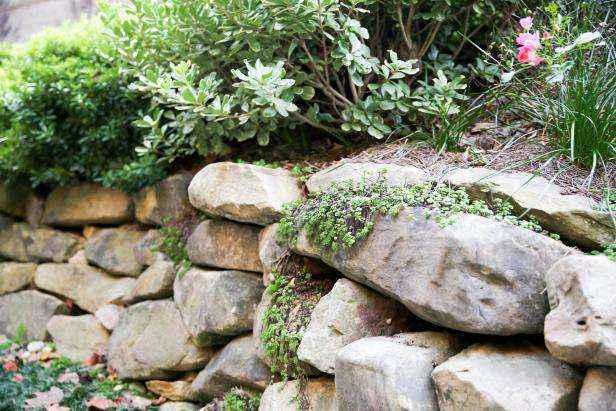 1509630622673 | Как построить поддерживающую стену из натурального камня