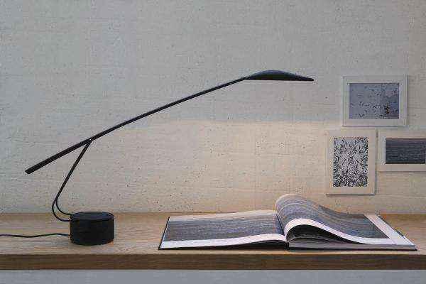 long-line-far-reaching-designer-black-table-lamps-600x400 | Необычное рядом: дизайнерские настольные лампы