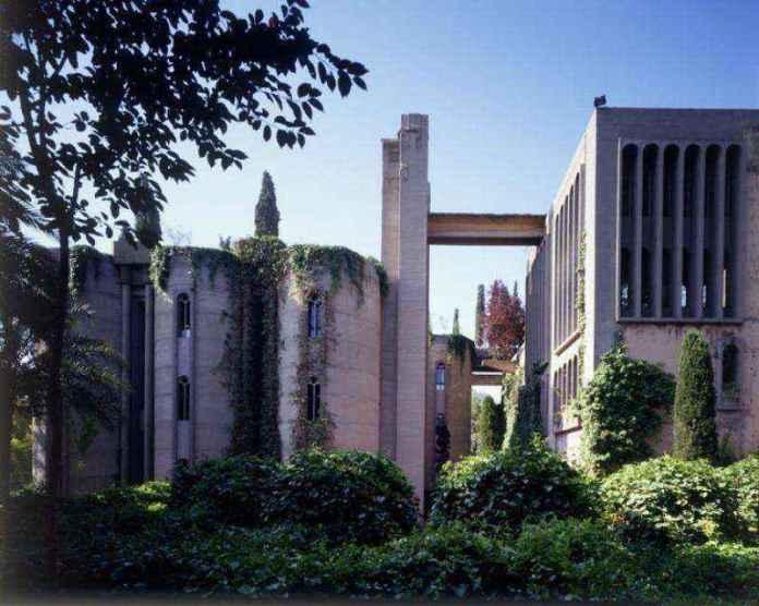 1-10 | Цементный завод превратили в удивительный дом, который вас впечатлит