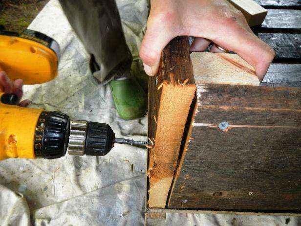 image6-35   Как сделать передвижную грядку на колесах из старых поддонов