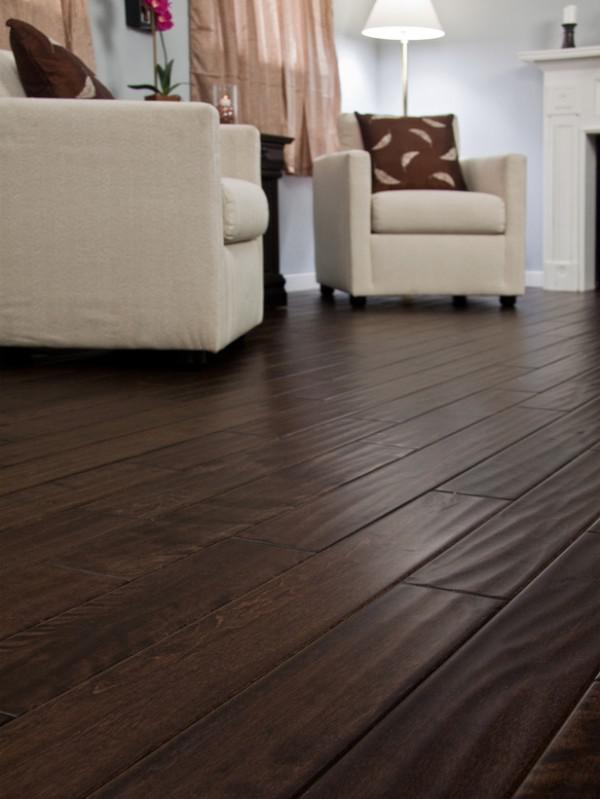 image24-1   30 идей темного деревянного пола в гостиной