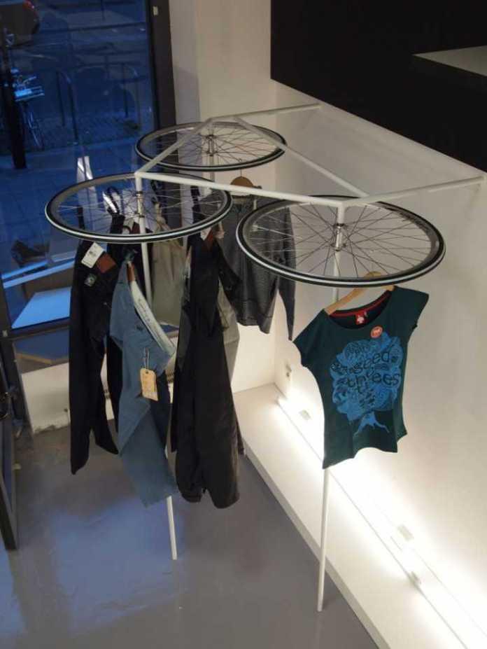 image10-1   Интересные идеи домашнего декора из старого велосипедного колеса
