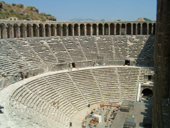 Aspendos Tiyatrosu oturma alanları ve amfi / Dök Mimarlık