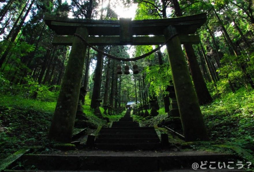上色見熊野座神社 穿戸岩(うげといわ)