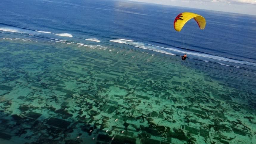 Wisata Paralayang Pantai Timbis