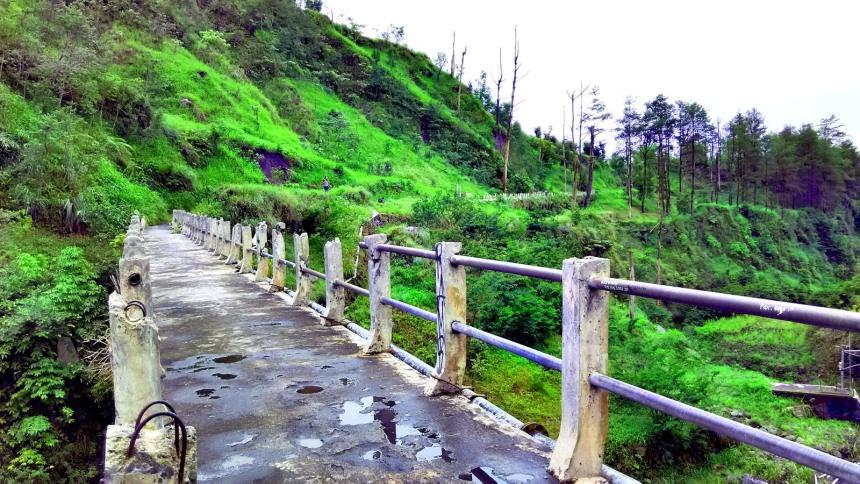 Jembatan Plunyon Kali Kuning Jembatan Plunyon Kali Kuning - Dolan Dolen