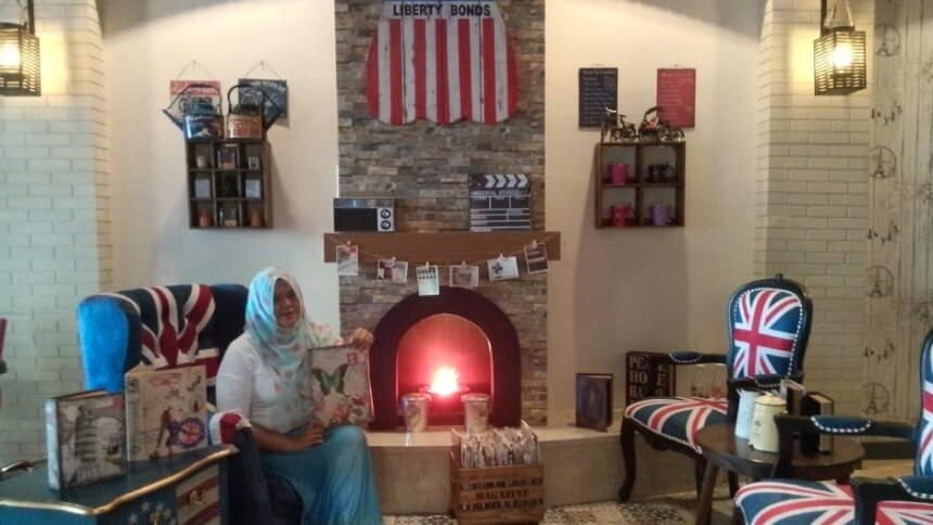 London Cafe Makassar