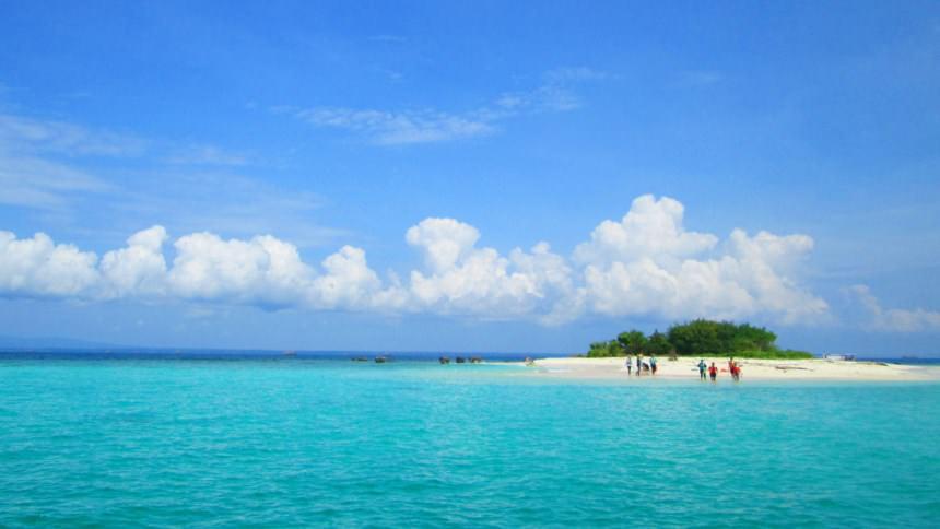 berada di pulau peucang kamu akan dibuat seolah sedang menikmati private island