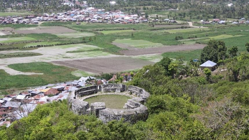 Benteng Otanaha Benteng Otanaha - Dolan Dolen