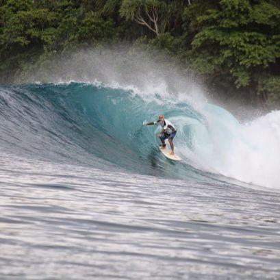Surfing Pulau Banyak
