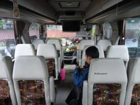 bus PO Sinar Jaya Yogyakarta Jakarta kelas Eksekutif karoseri Laksana Legacy SR1 (8)