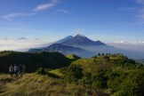 gunung prau pesona 2500 mdpl di jawa tengah dengan pemandangan gunung sumbing sindoro merapi merbabu lawu andong (431)