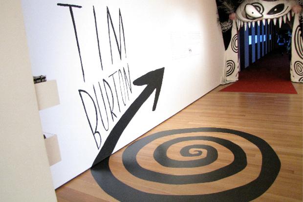 L'ingresso all'esposizione del MoMa dedicata a Tim Burton