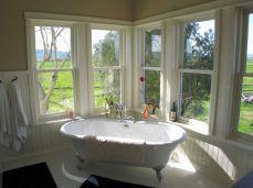 http://lillyanna-lilaclanecottage.blogspot.com.au/2010/04/cottage-bathroom-ideas.html