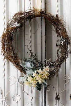 http://www.homelife.com.au/home+ideas/galleries/christmas+wreaths,10255?pos=3#top