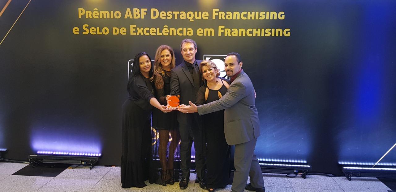 Da esquerda para direita Nalda Lisboa, Valéria Cavalheri, Erik Cavalheri (Grupo Incense) Eleine Bélaváry (Connexion) Nilton Clécio (Associação Obra do Berço)