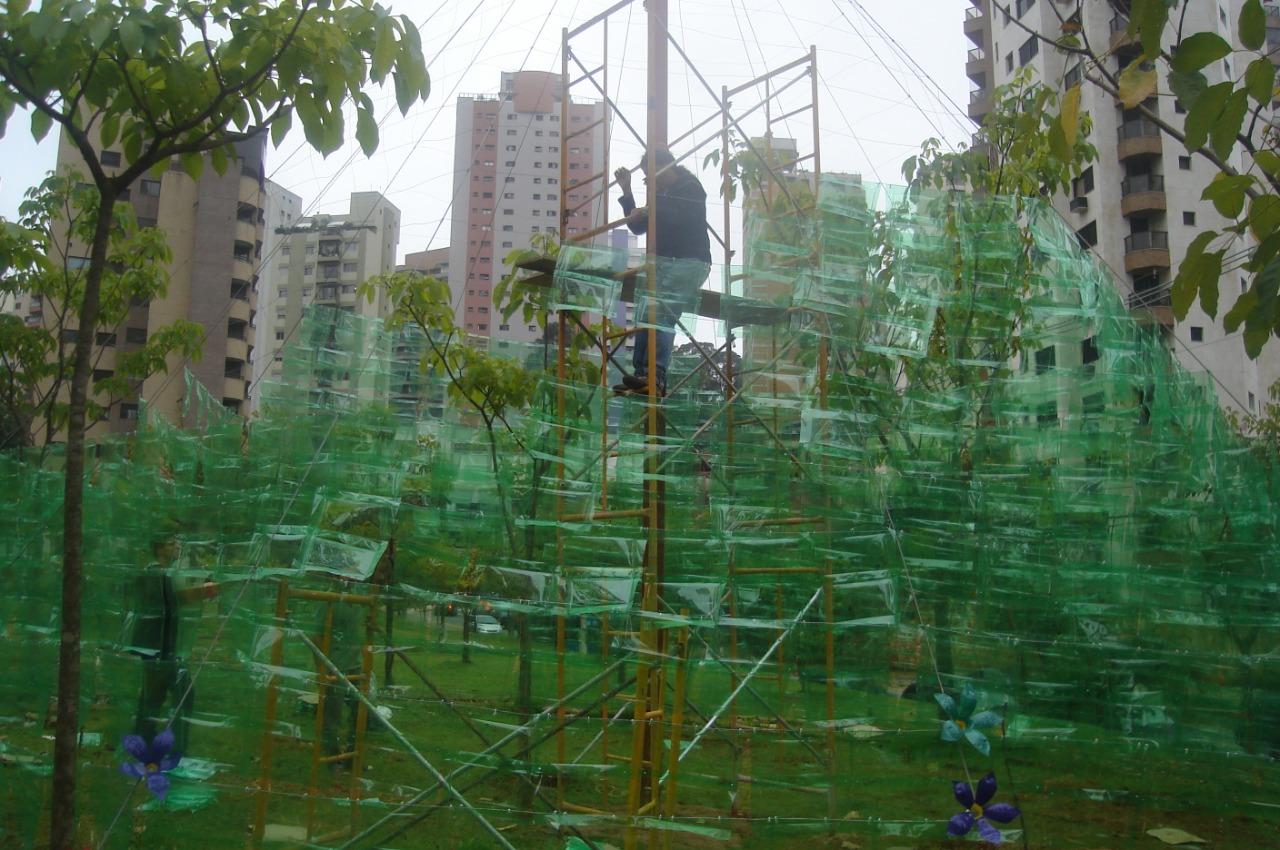 Recicla Morumbi - Montagem da árvore de Natal de PET-Praça Aquarelli