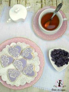 cuori decorati con pizzi di zucchero