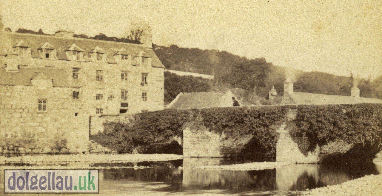 An Albumen Photograph of the Hen and Chickens Inn circa 1859.