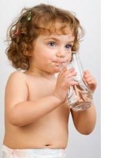 Сколько воды пить ребенку в день