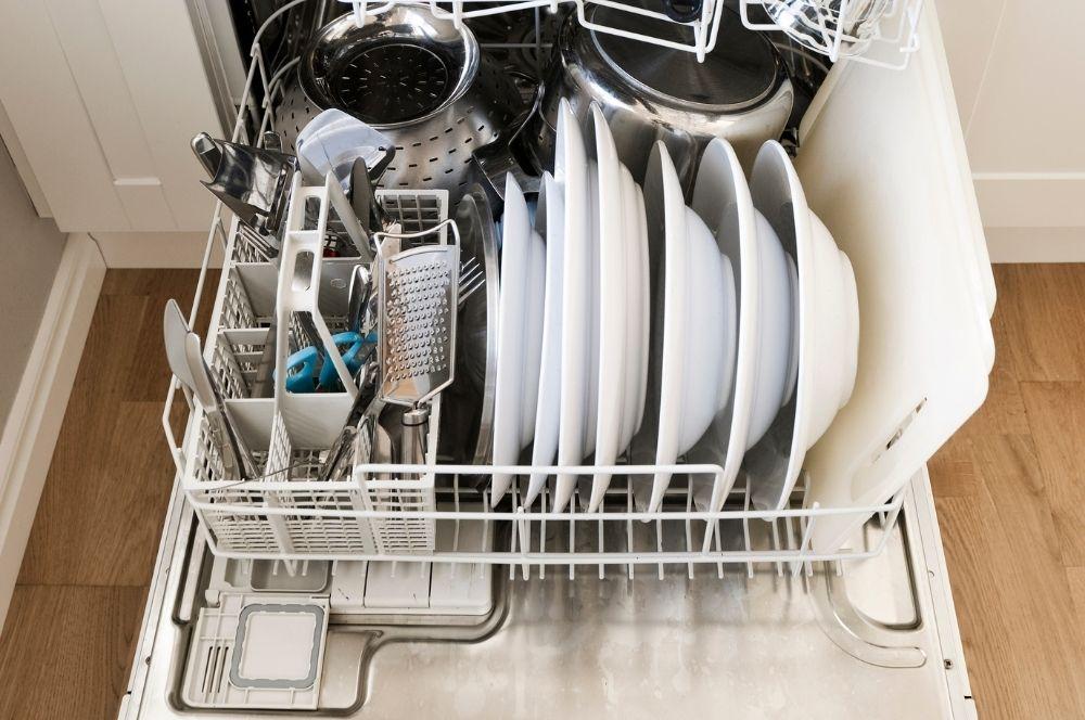 My Daily Cleaning Routine - TidyUpWithDani.com