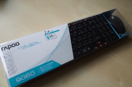 リビングにも置けるシンプルなステンレスボディのキーボード rappoo 9060