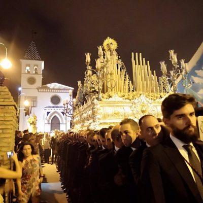 Más de 180 hombres de trono portaron a la Virgen de los Dolores